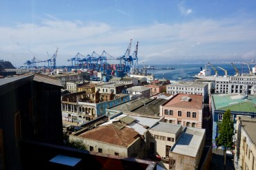 Vista al Barrio puerto desde el ascensor Cordillera