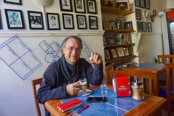 Alejandro Rodríguez en el Café República Independiente de Playa Ancha