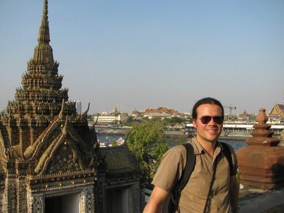 Hernán Castro Dávila en el Wat Arun