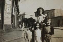 Rosario Cruz Tuesta (prima hermana), Cirilo Tuesta Tuesta, Lucía Tuesta Tuesta (prima hermana), René Tuesta Tuesta (hermano mayor)