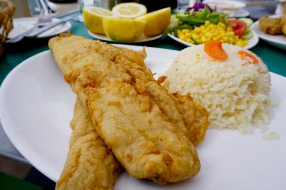Pescado frito en Restaurante Entre Mar