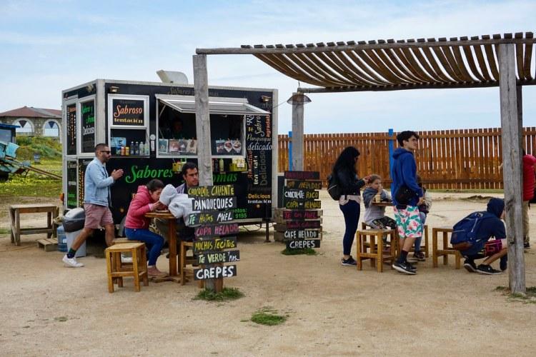 Puesto de comida en Punta de Lobos