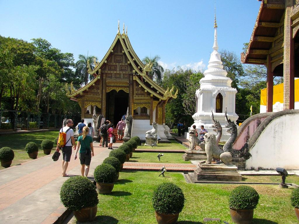 Jardines en Wat Phra Singh
