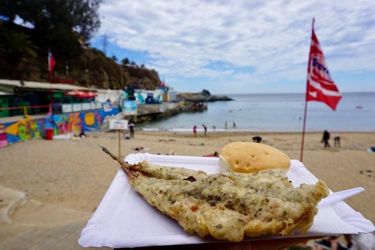 Merluza frita en Playa Las Torpederas