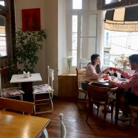 Café Entre Cerros: un refugio acogedor en el corazón del cerro Alegre