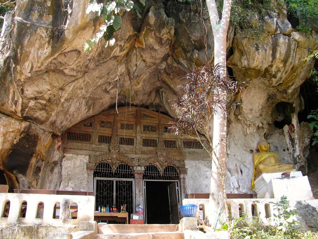 Acceso a la caverna superior