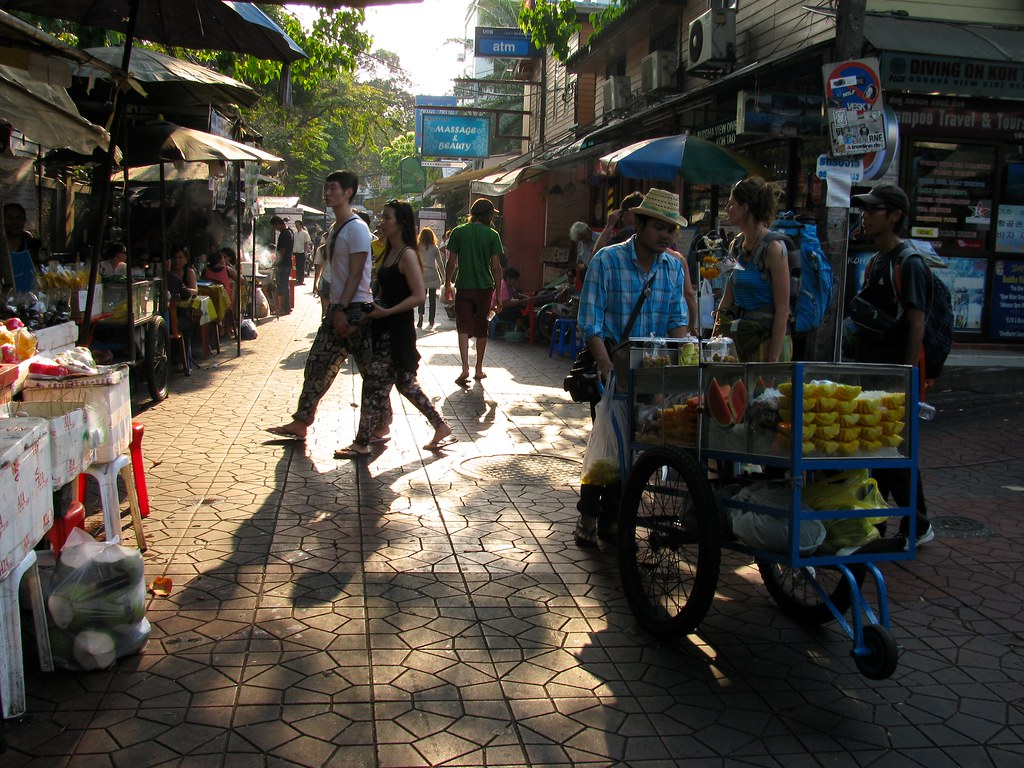 Calle Rambuttri al amanecer