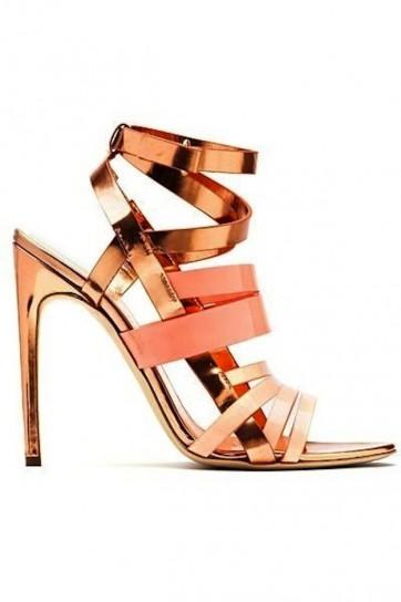 sandalias-metalizadas-rosas-de-rupert-sanderson