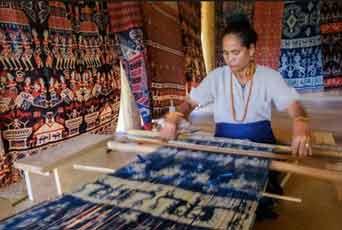 Desa Poto, Pusat Kerajinan Tenun Khas Sumba