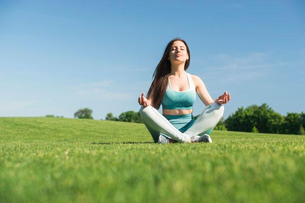 Lakukan yoga untuk relaksasi