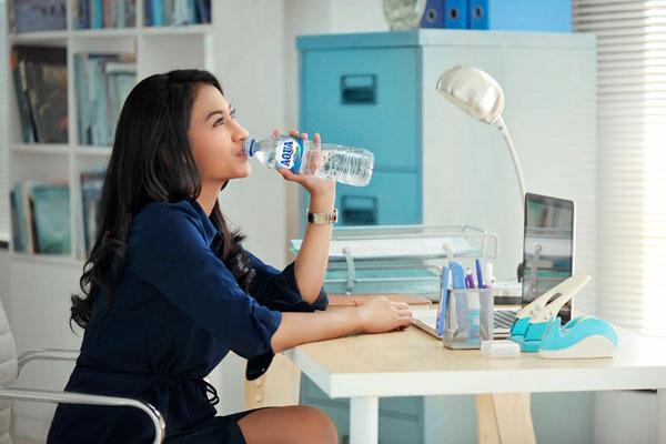 Minum Aqua