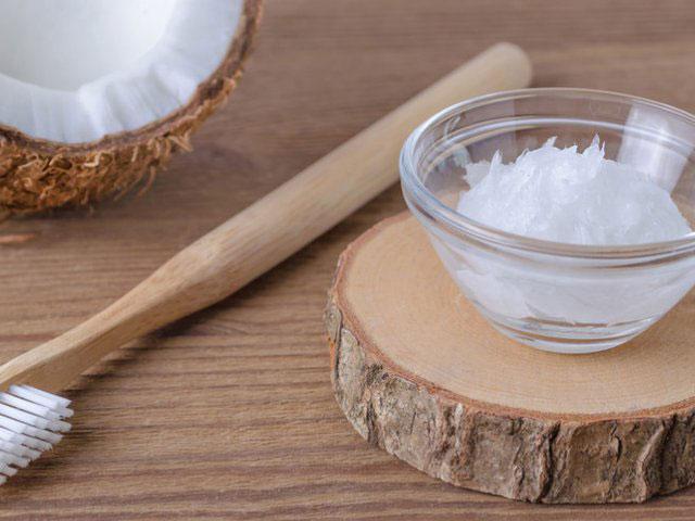 Gunakan Minyak Kelapa untuk Putihkan Gigi