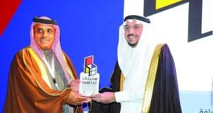 أمير القصيم يكرم شركة العباقرة خلال معرض هابيتات 2