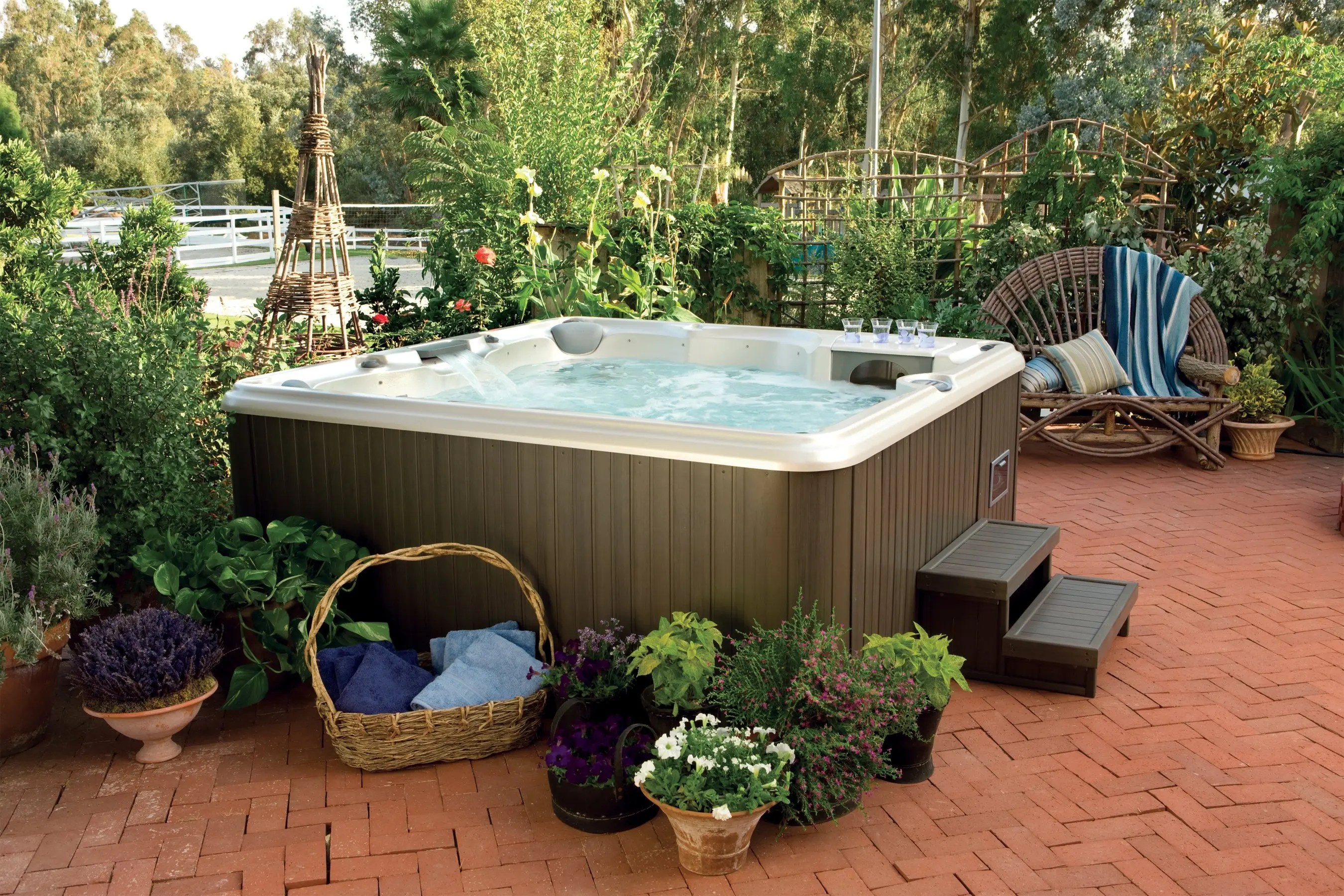 hight resolution of delivery of the hot tub