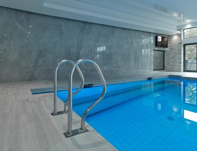 Indoor Swimming Pool LED TV Screens