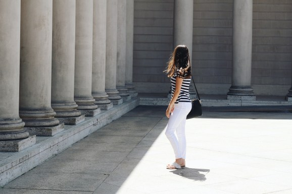 fashion for legion of honor museum, white jeans, striped shirt, how to style white jeans, how to style stripes, travel