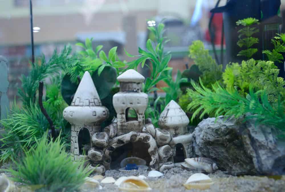 What is an artificial aquarium plant