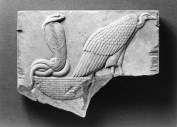 Egyptian_-_Model_of_a_Vulture_and_Uraeus_Seated_on_a_Basket_-_Walters_22264