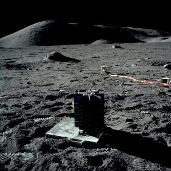 Moon AS17-147-22583HR