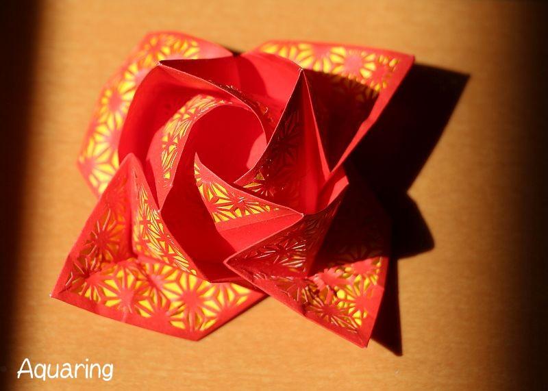 バラの切り絵折り紙