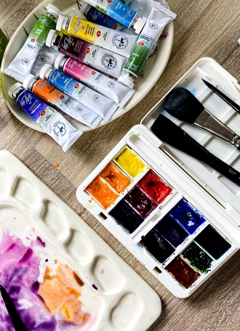 Ceramic palette and plastic palette are the most common tool in mixing watercolors