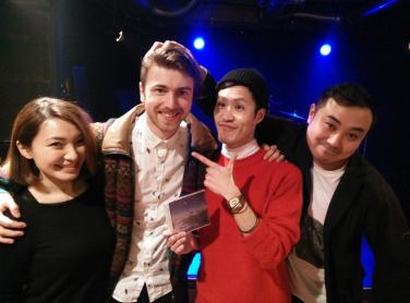 Noble Oak pictured with fans on his Japan mini-tour.