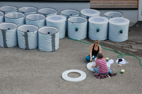 Assembly of mesocosms