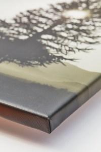 Canvas print corner wrap.