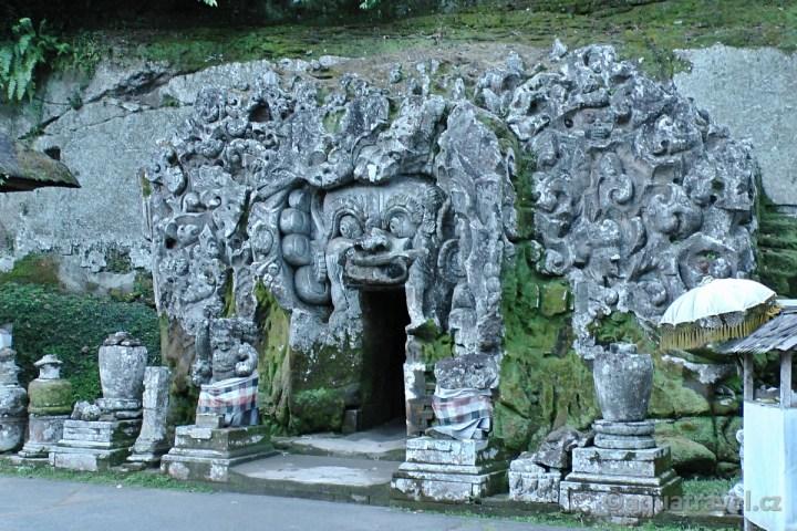 Ubud Goa Gajah nebo t龞 sloní jeskyně