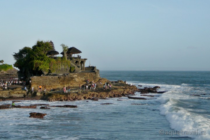 Tanah Lot hinduistický chrám v moři