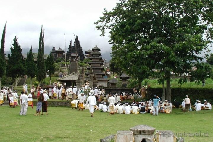 Ceremonie hindu na Besakih, dovolená Bali