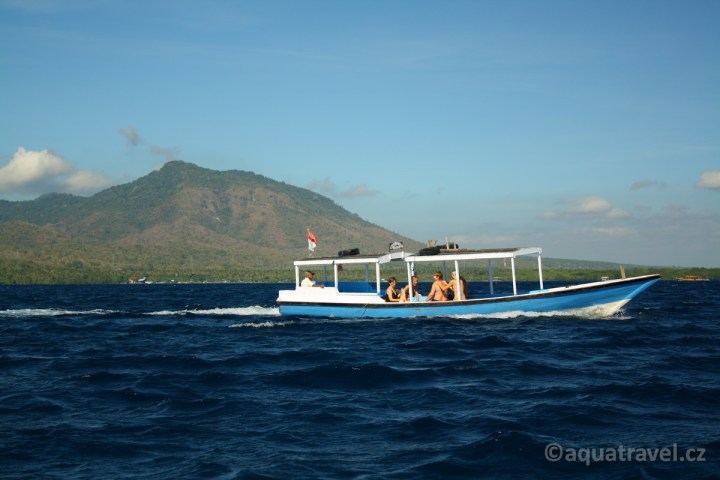 Lodí na ostrov Menjangan