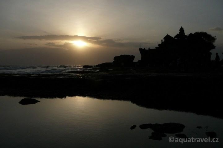 Tanah Lot západ slunce na Bali