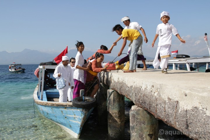Ceremonie na ostrově Menjangan
