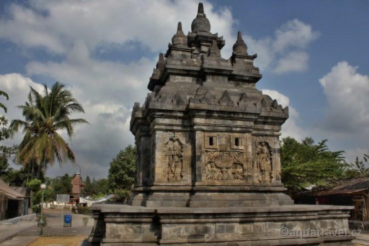 Pavon - budhistická stúpa i Borobuduru Jáva