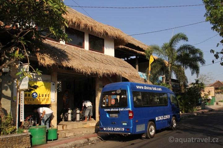 Minibus Deep Blue a kompresor