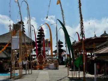 Kintamani vyzdobený chrám na okraji kráteru, Bali dovolená