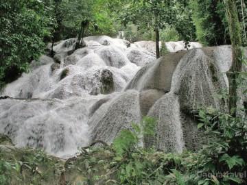 Salopa - vějířovitý vodopád u jezera Poso na Sulawesi