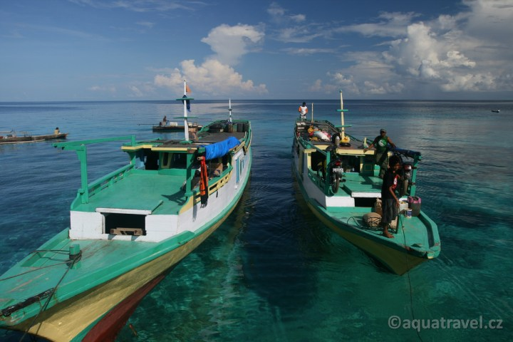 Togianské ostrovy - lodì z Ampany
