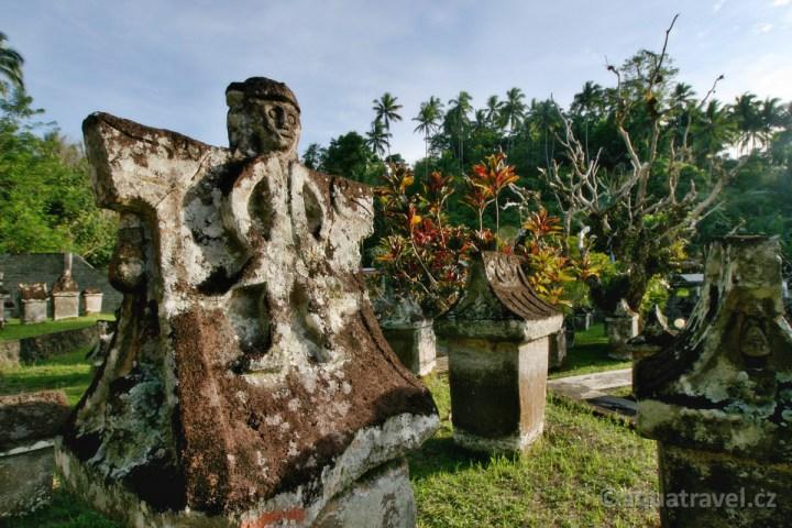 Warugy - unikátní pohřební hrobky etnika Minahasa u Manada na Sulawesi
