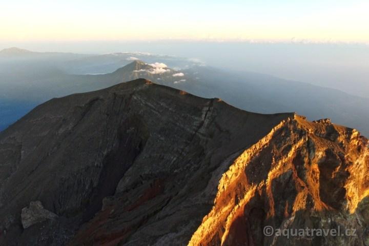 Pohled z vrcholu k Baturu