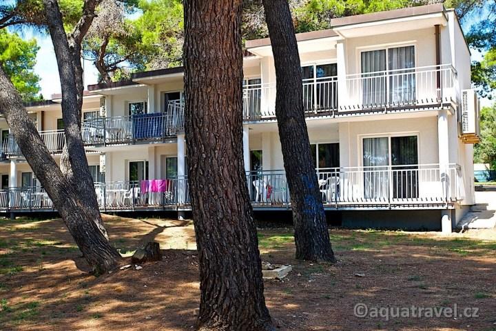 Verudela Beach apartmány v patrových budovách
