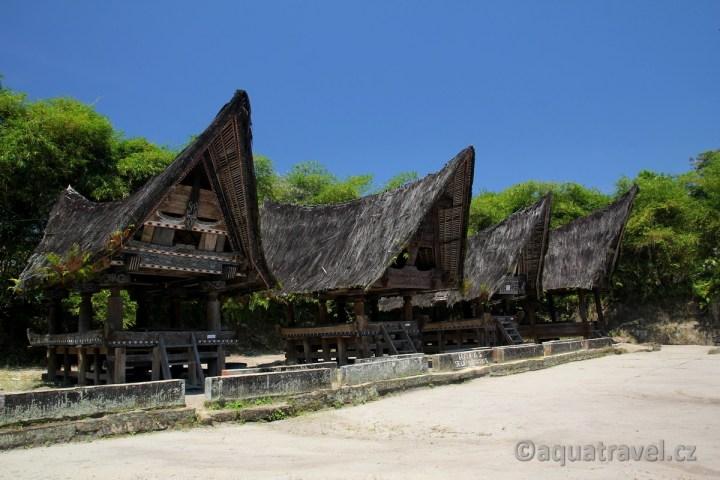 Tradiční architektura Bataků na ostrově Samosir