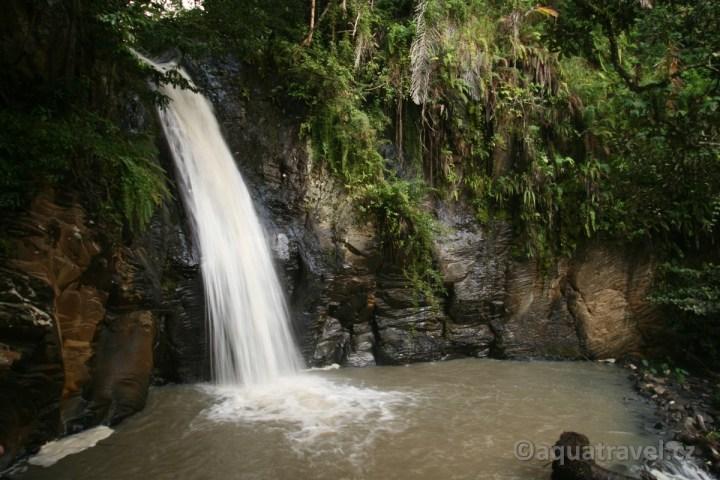 Vodopád pod Kelimutu