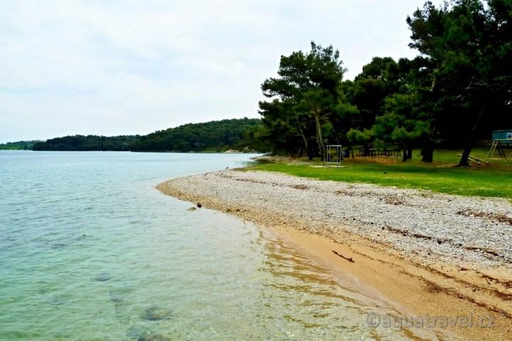 Veruda pláž a dětské hřiště u přístavu