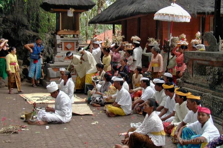 Goa Lawah Bali - ceremonie hindu