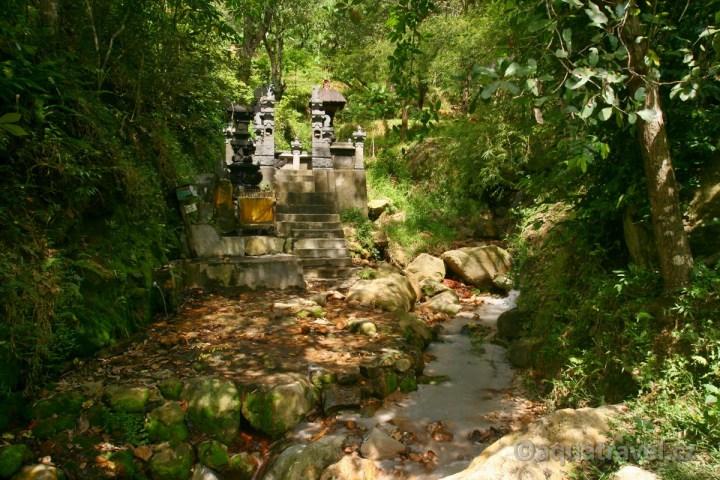 Yeh Masem chrám u svatých pramenů