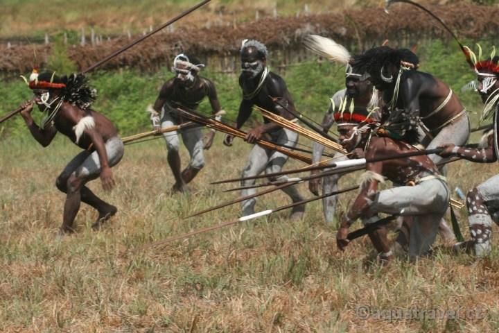 Bojovníci kmene Dani prodloužení Wamena