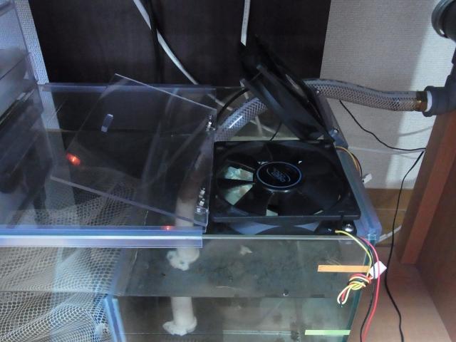冷却ファンを濾過槽に設置(拡大)