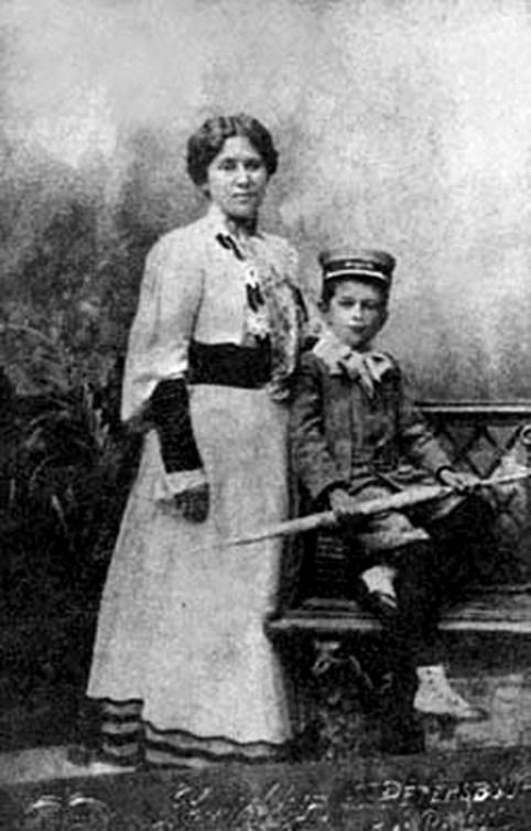 Ольга Муравьева, супруга будущего преподобного, с их сыном Николаем